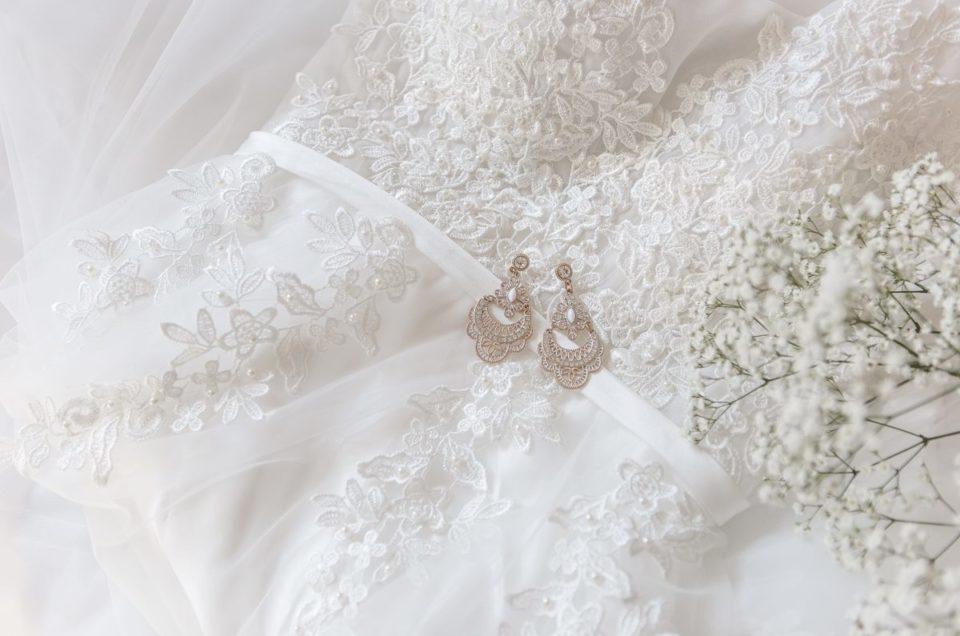 7. Hochzeitskleid und Anzug